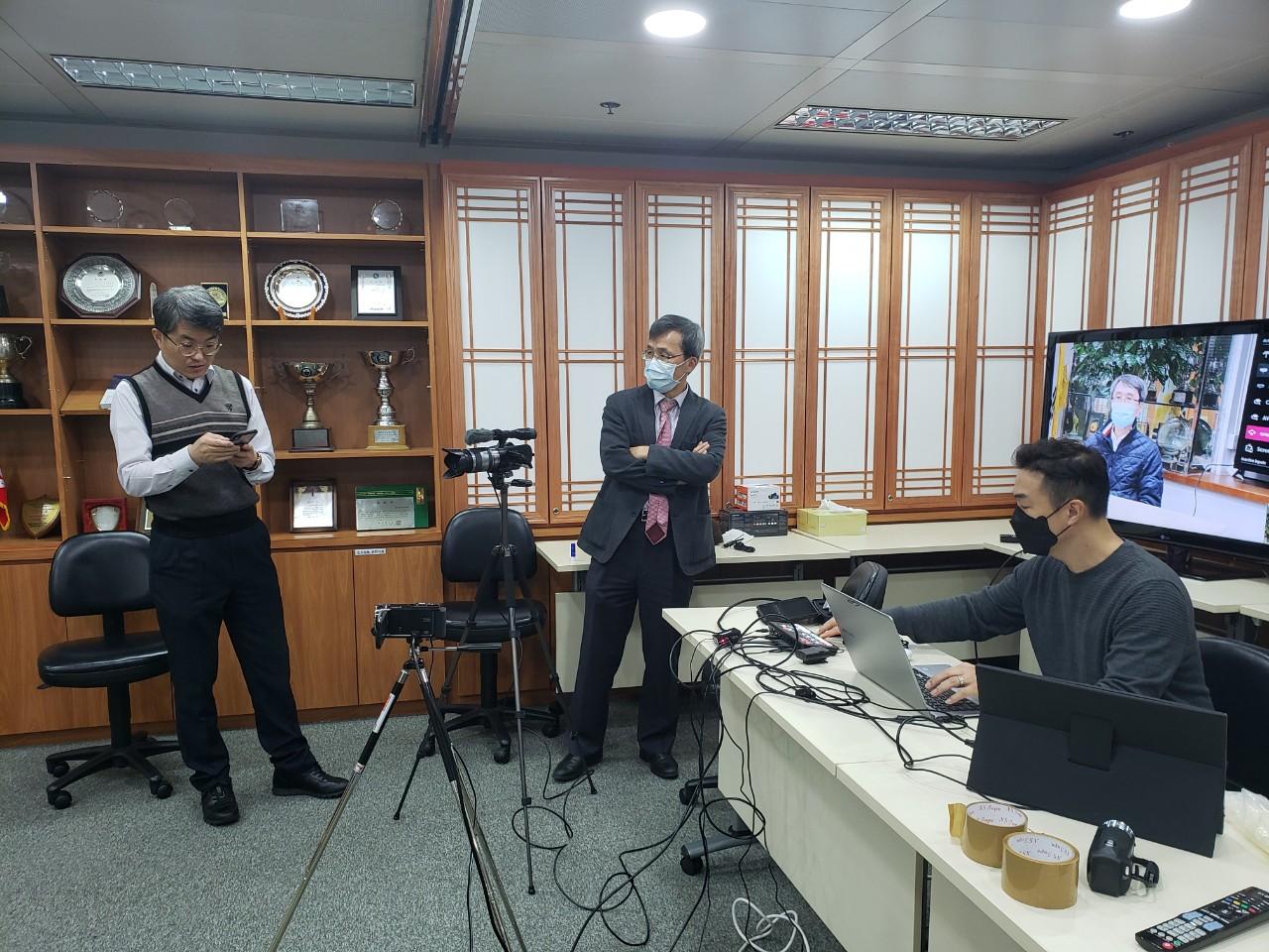 홍콩한인마당 20210121 방송 준비 사진 3.jpg